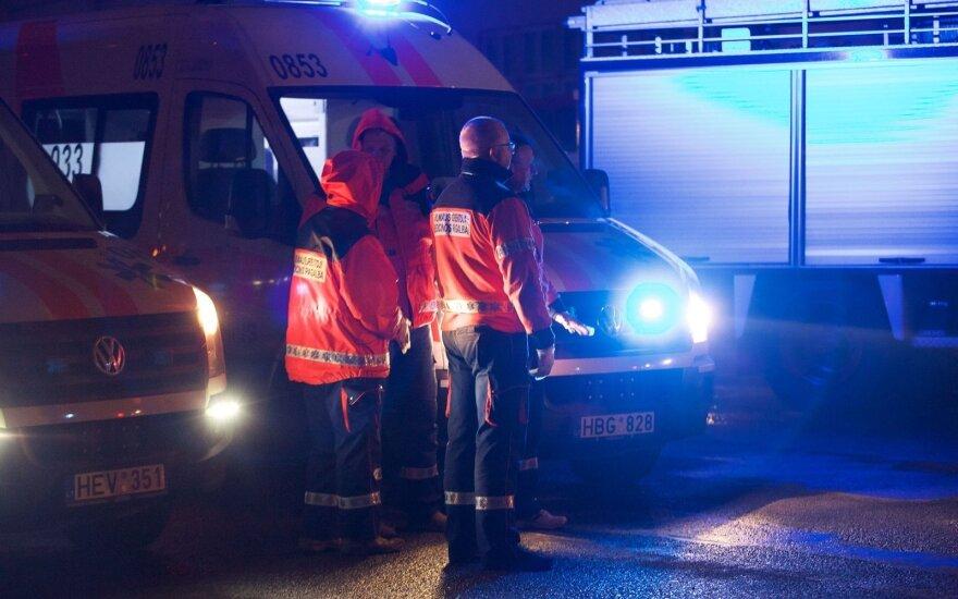 В Вильнюсе грабители ударили мужчину шилом в лицо