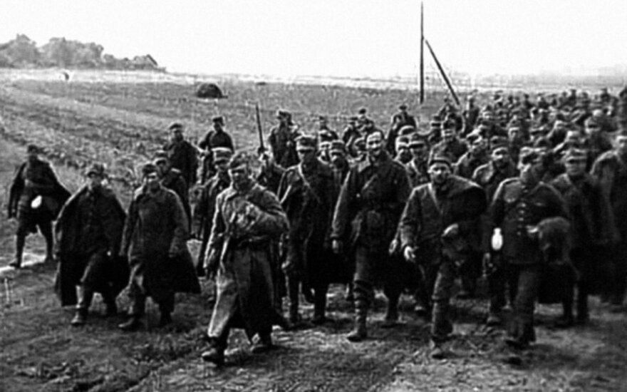 """Lenkai belaisviai - karininkai, kunigai, tarnautojai, mokytojai, tiesiog civiliai, paimti į nelaisvę, kai Raudonoji armija 1939 m. rugsėjį užpuolė Lenkiją, leidyklos """"Briedis"""" nuotr."""