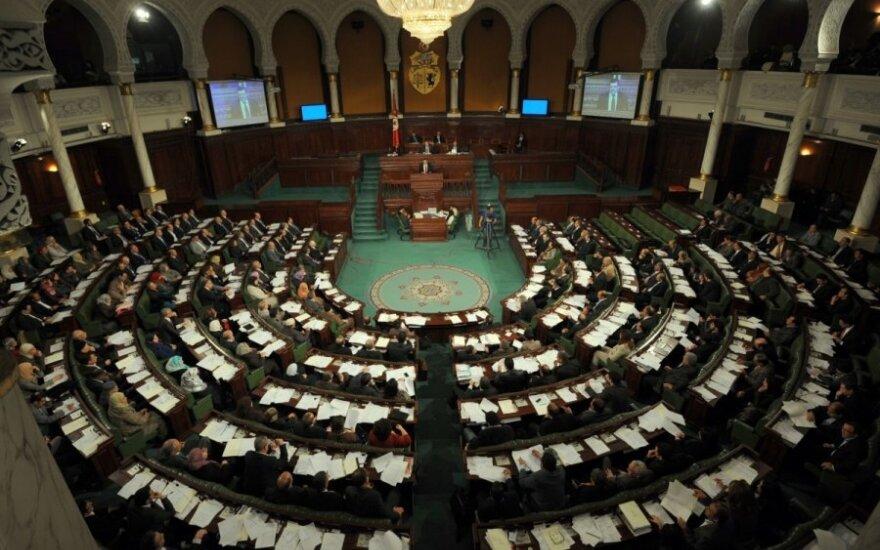 Tunisas turi naują vyriausybę. Vyksta protestai dėl susideginusio žmogaus