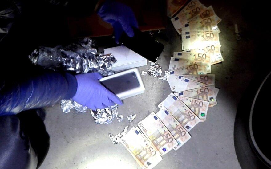 В Вильнюсе следователи задержали гражданина Украины с крупной суммой евро