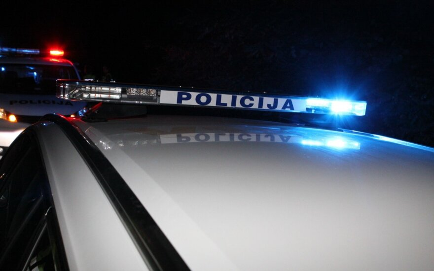 Пьяная женщина на BMW повредила автомобили и врезалась в стену дома