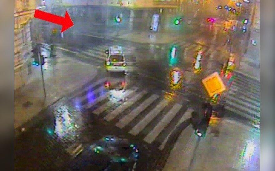 На пешеходном переходе такси сбило пешехода