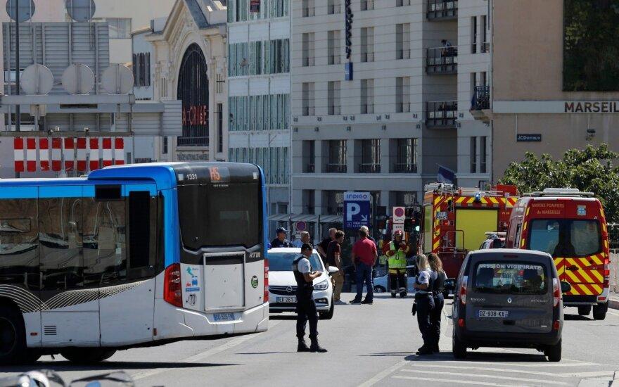 В Марселе автомобиль врезался в автобусную остановку: погиб человек