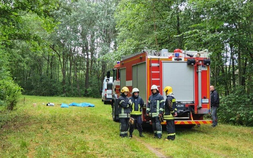 Во время операции по извлечению из колодца работников Vilniaus vandenys пострадал один пожарный