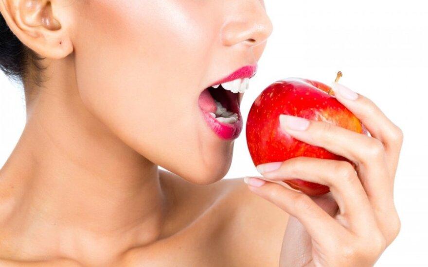 """Gwiazdy zachęcają do jedzenia polskich jabłek: """"One apple a day keeps doctor away!"""""""
