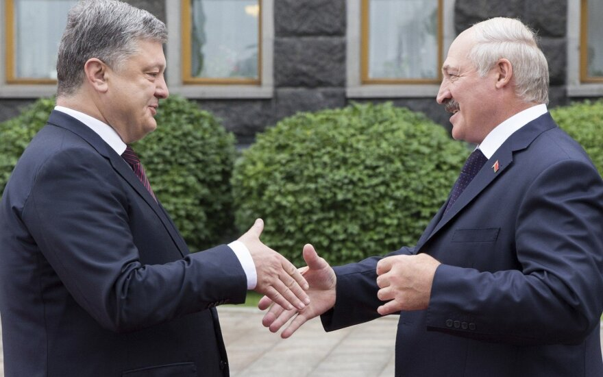 Лукашенко уверен, что выиграет Порошенко