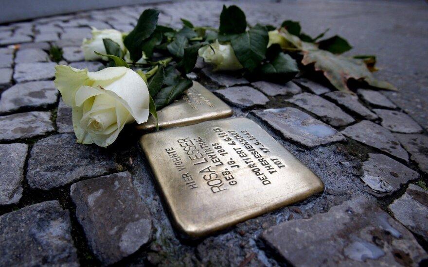 На тротуарах 4 городов Литвы – плитки в память о жертвах Холокоста