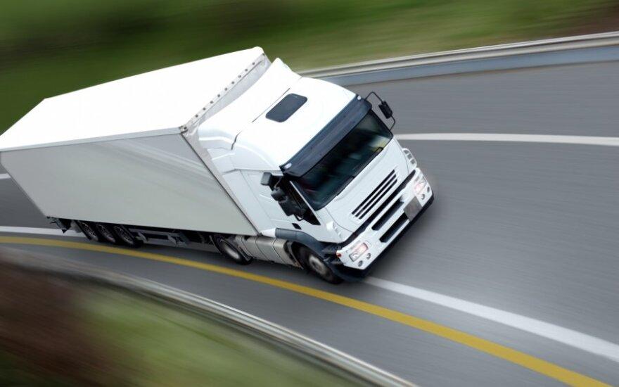 Из-за повышения налога на дороги перевозчики бегут из Литвы