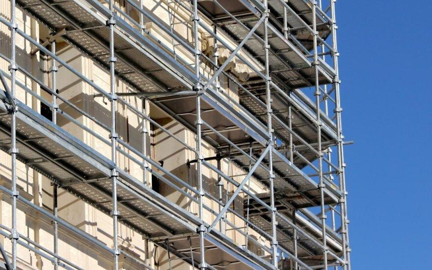 В Швенченеляй погиб упавший со строительных лесов рабочий