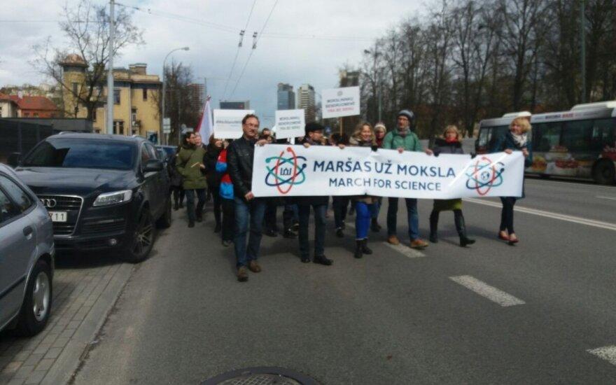 Mokslininkai nebegali tylėti: pirmasis žygis už mokslą Lietuvoje