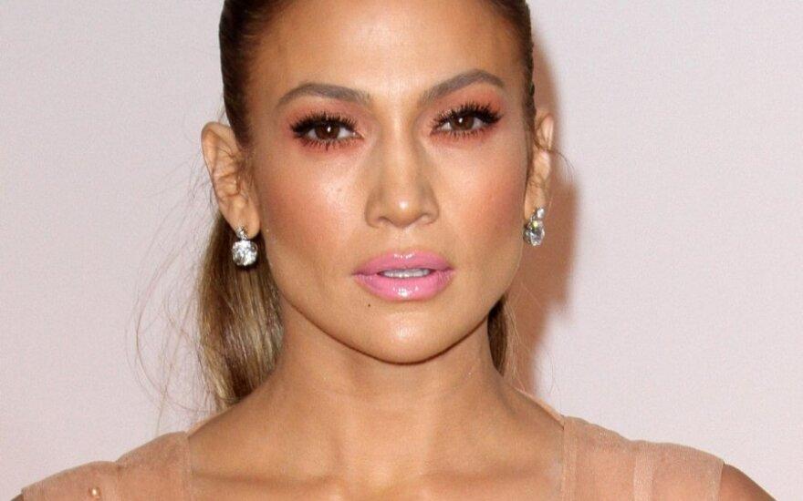 Дженнифер Лопес поразила внешностью без косметики