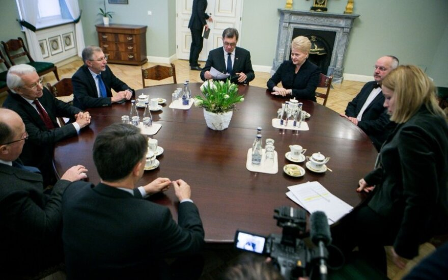 Президент обсудит ситуацию на Украине с премьером, представителями Сейма и главкомом ВС