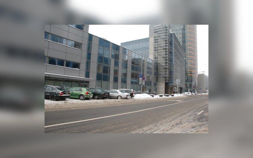 Улицы были завалены снегом, а у здания мэрии снег был убран
