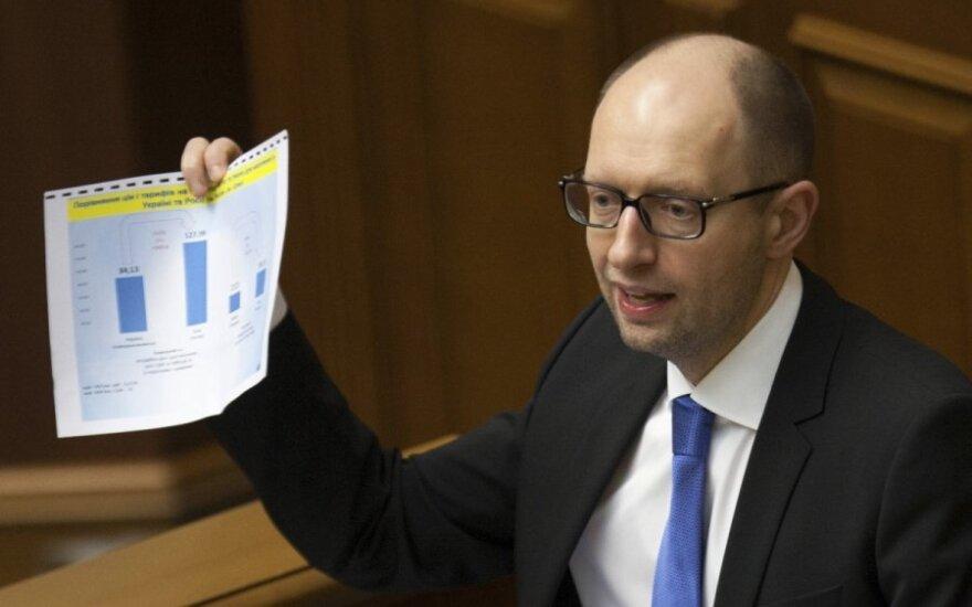 """Яценюк пообещал русскому языку """"фактически те же"""" права, что и украинскому"""