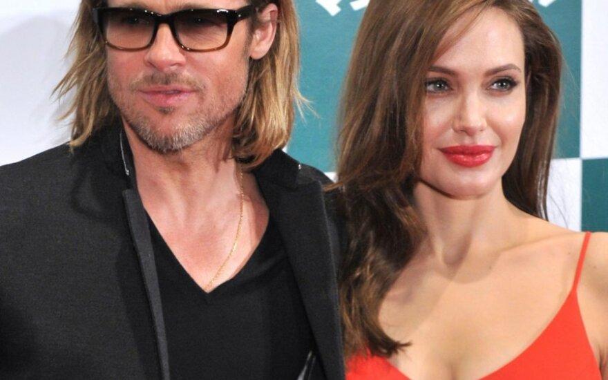 Питт подарил Джоли колье за $300 тысяч