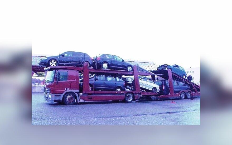 Litewska ciężarówka z kradzionymi samochodami. Foto: strażgraniczna.pl