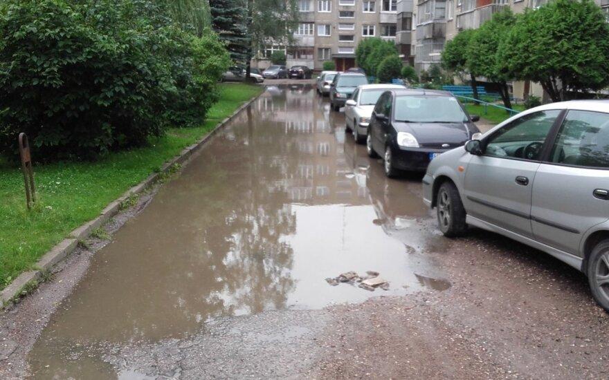 Улица в Каунасе превратилась в речушку
