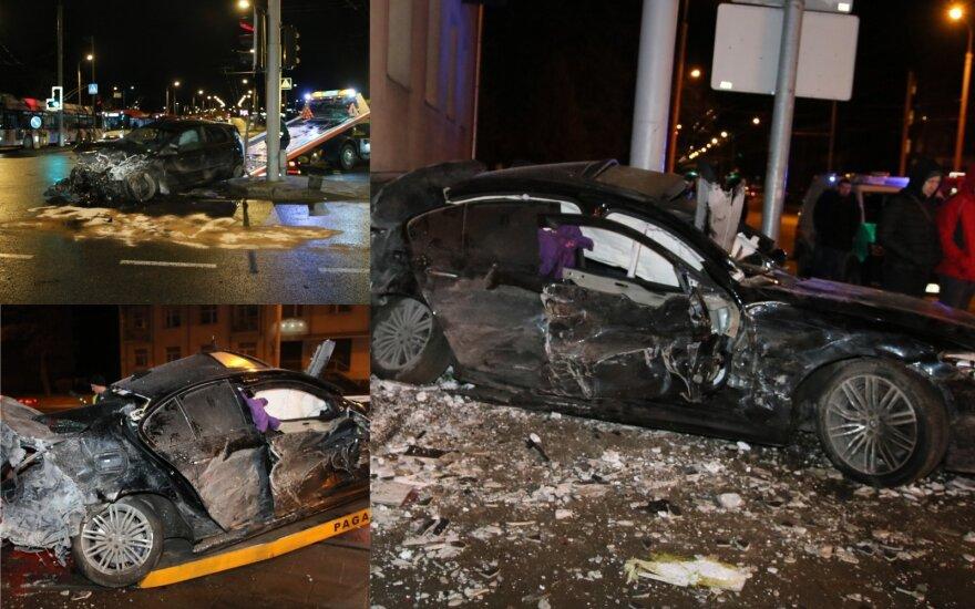 ДТП в Вильнюсе: после столкновения с автомобилем BMW врезался в стену