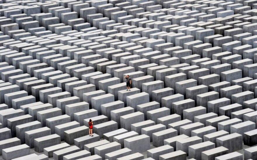 Германия выплатит жертвам Холокоста миллиард долларов