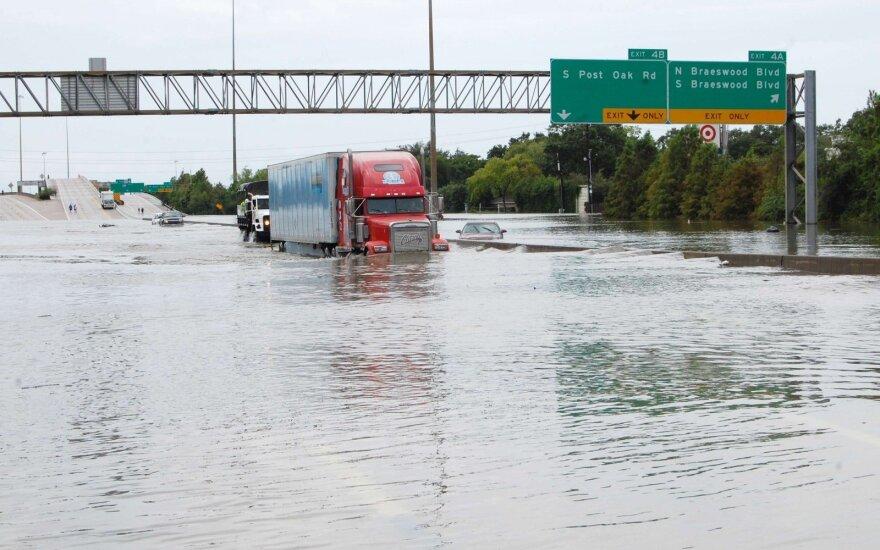 Жителям Техаса угрожают прорывы дамб на водохранилищах