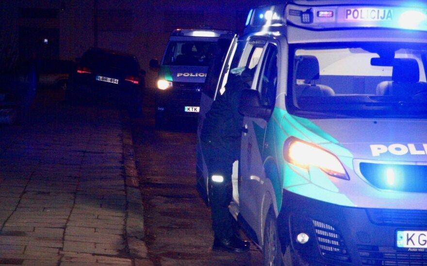 Прибывшие ночью тушить контейнер пожарные обнаружили в нем тело неизвестного