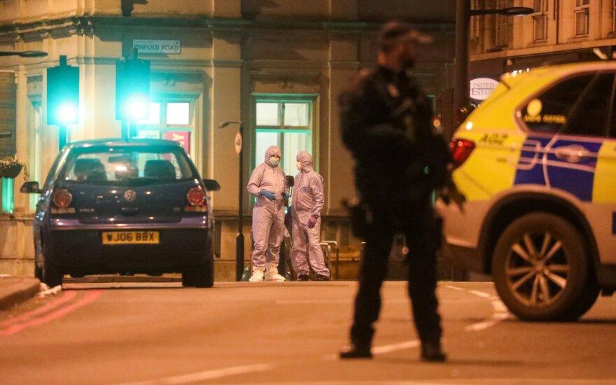 Londone žmones peiliu puolė teroristas