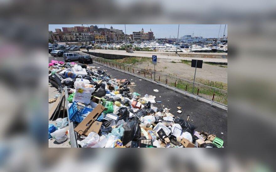 Берлускони не спас Неаполь от мусора