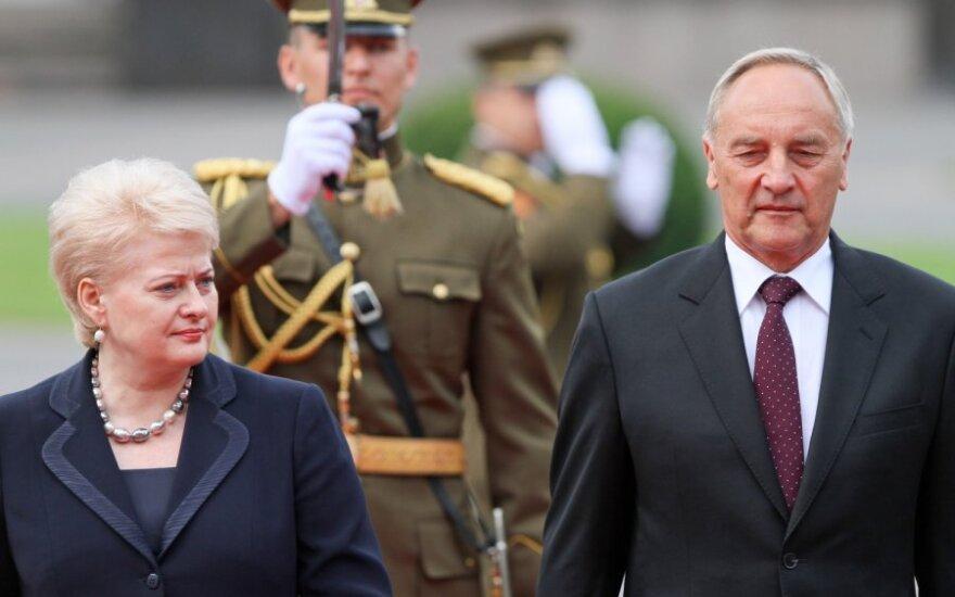 Prezidentė Dalia Grybauskaitė pasitiko Latvijos prezidentą Andrį Bėrzinį