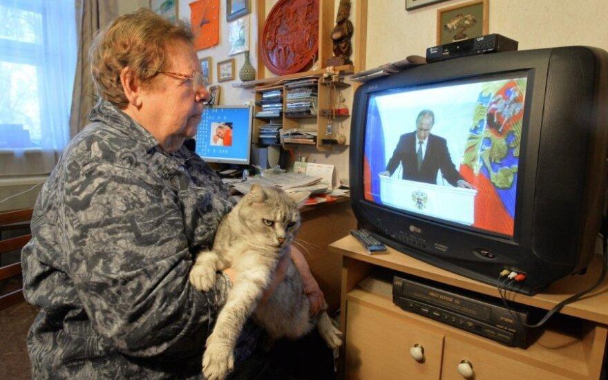 """Левада-центр"": россияне стали меньше доверять телевизору"