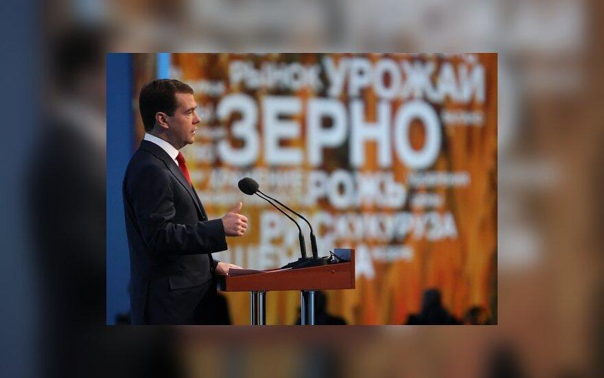 Медведев: кризис не повлиял на уровень жизни в России