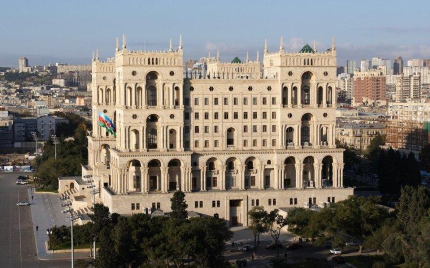 При пожаре в жилом доме в Баку погибли 16 человек