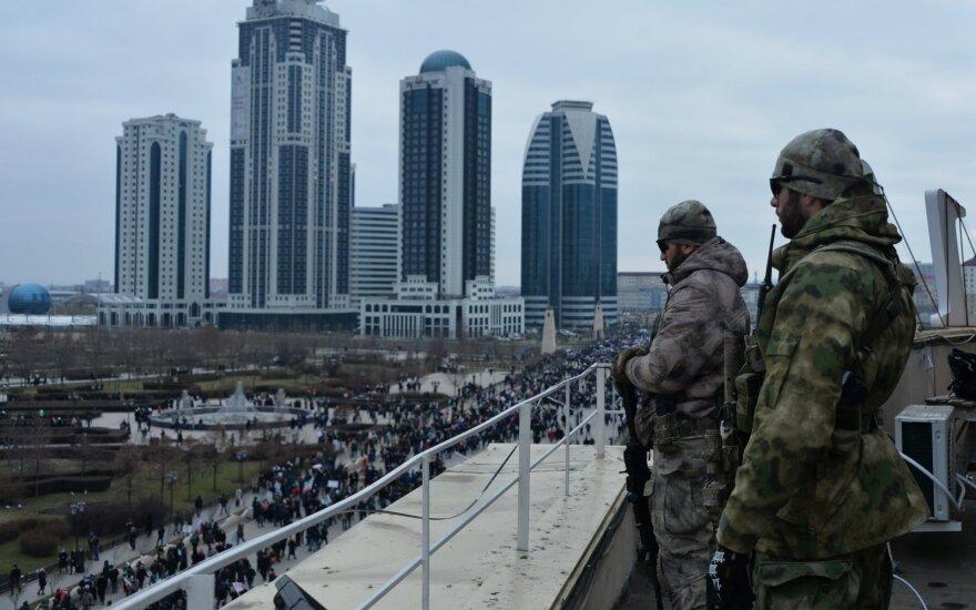 The Guardian рассказала о двух бежавших от преследования геев чеченцах