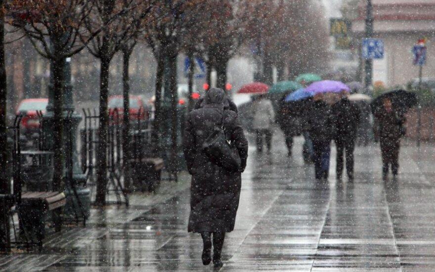 Погода: придет мокрый снег, сильный ветер, гроза и гололед