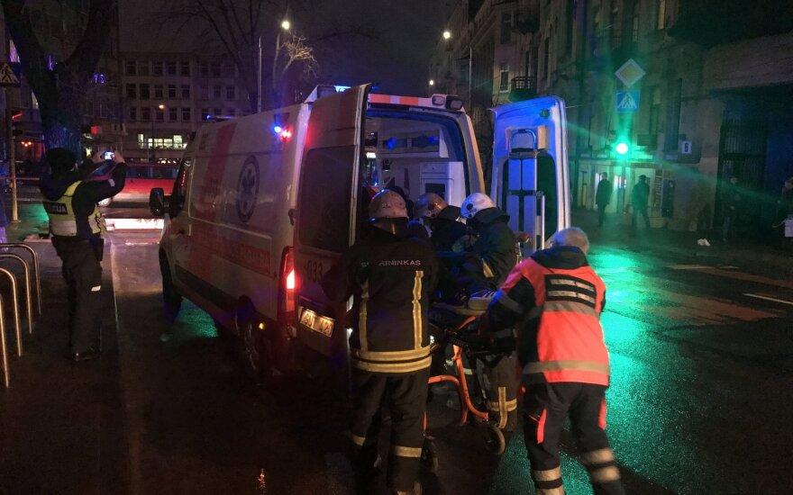 В Вильнюсе на молодого человека упал столб с троллейбусными проводами