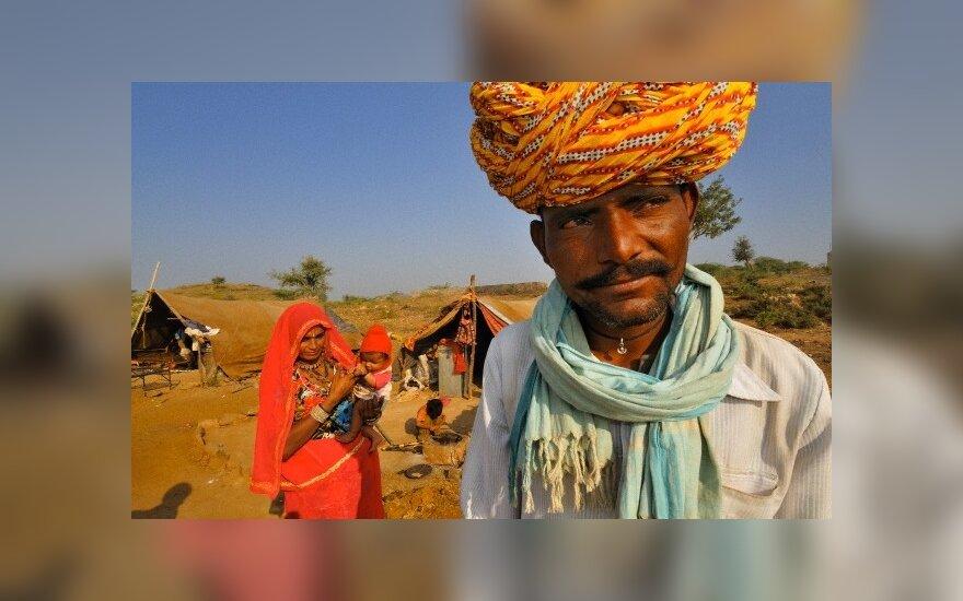 Соседи из мести женили индийца на мужчине