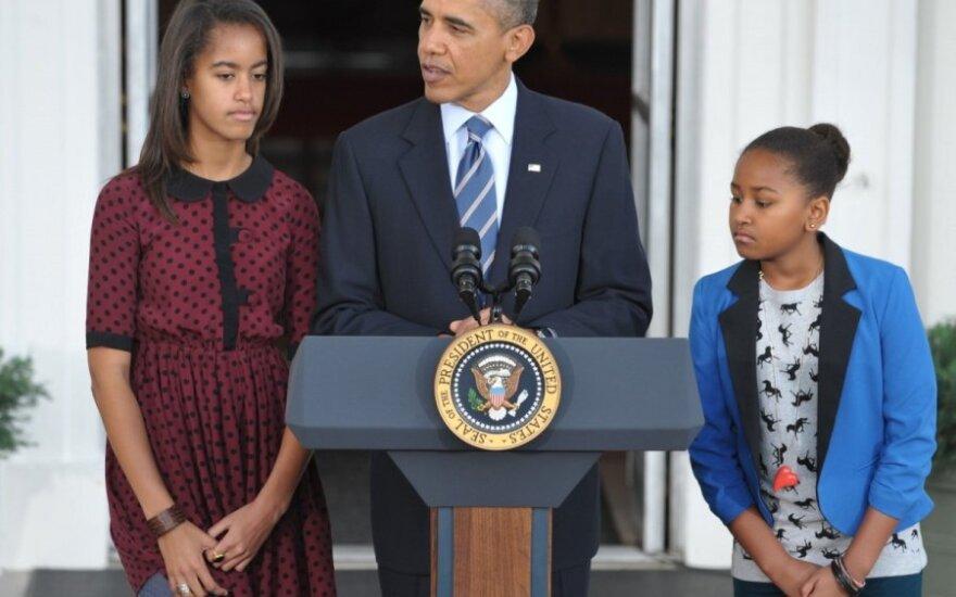 Обама научит дочерей жить на минимальную зарплату