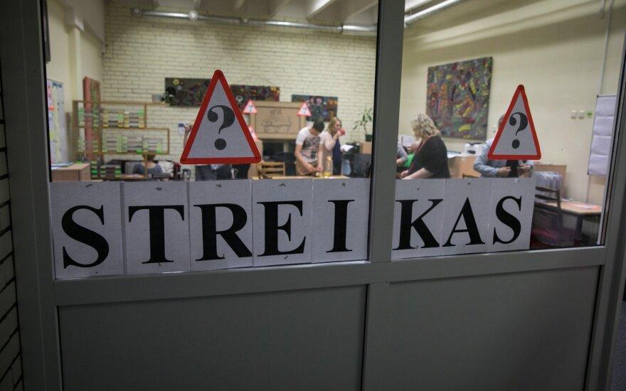 Учителя в Литве бастуют в связи со штатной оплатой