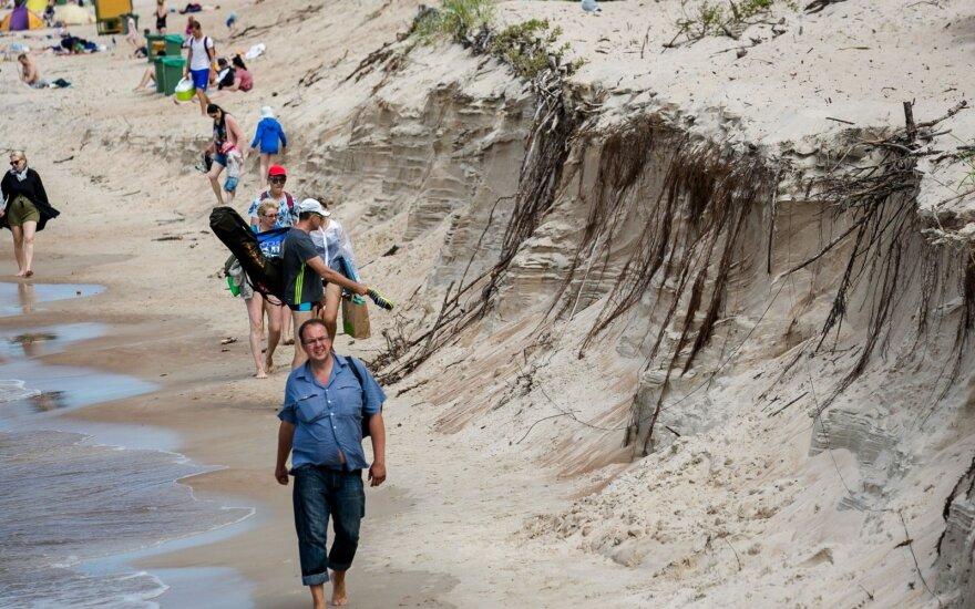 Ситуация на палангских пляжах опасная, но хуже быть не должно