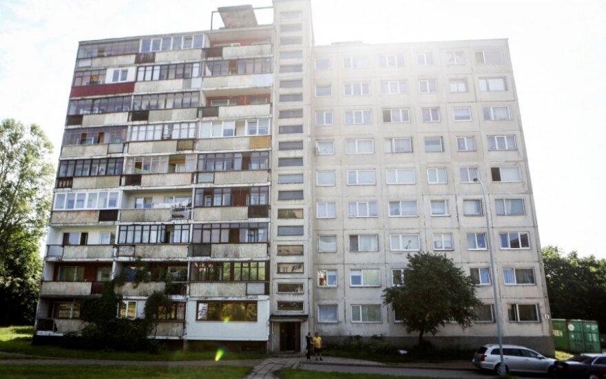 В субботу утром с 7-го этажа выпал пожилой человек