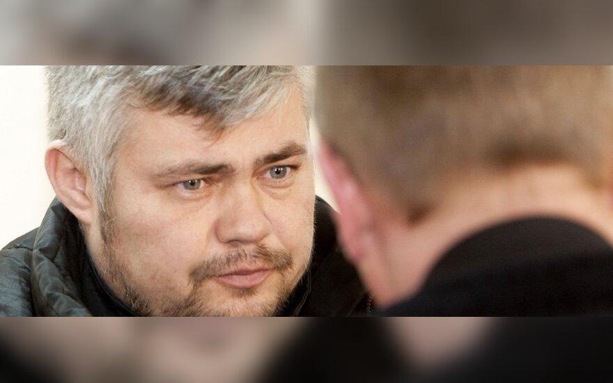 Суд назначил Шостакасу домашний арест