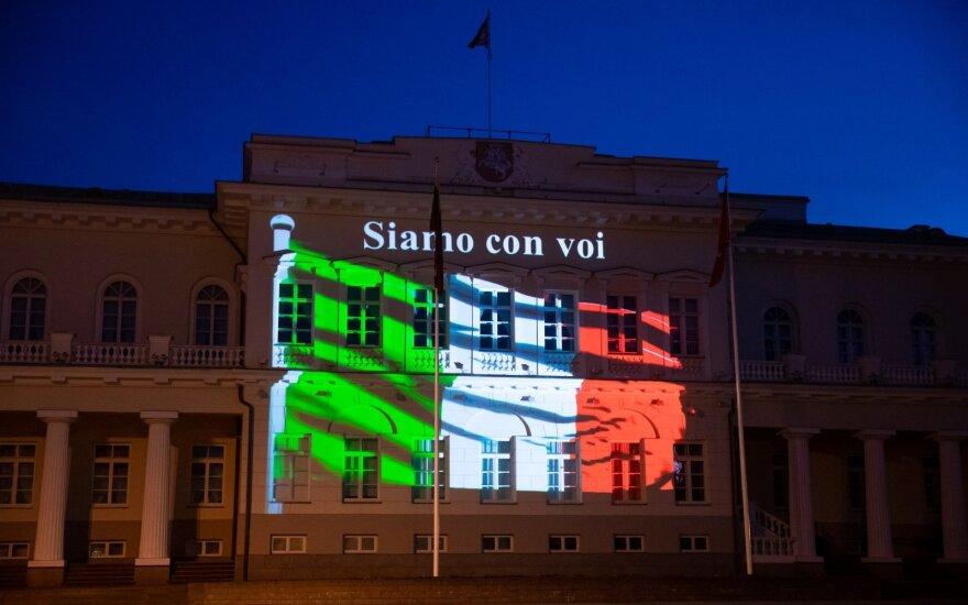 Во вторник вечером часть исторических зданий Вильнюса окрасилась в цвета итальянского флага