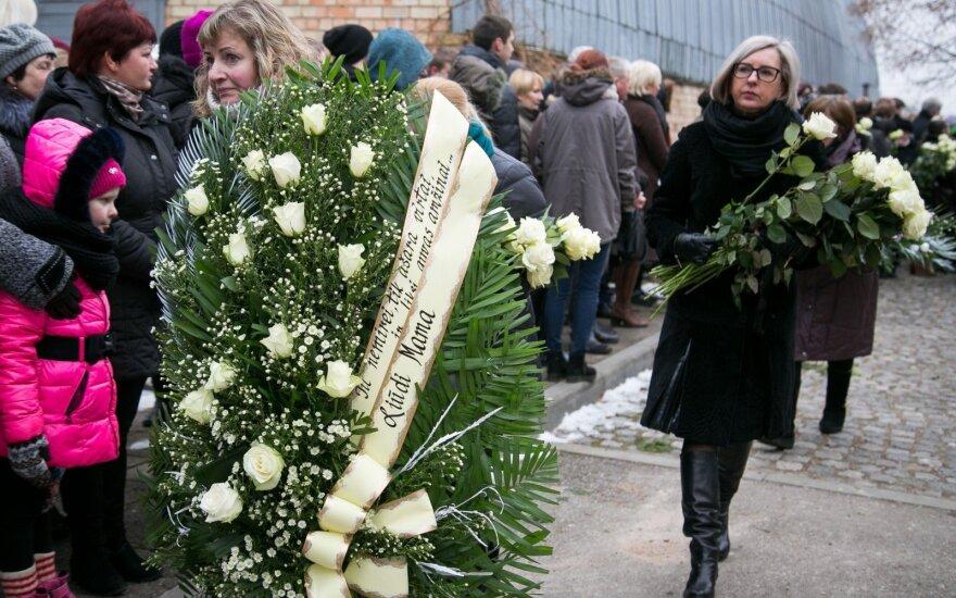 Похороны убитого мальчика: в последний путь его провожали и детсадовцы