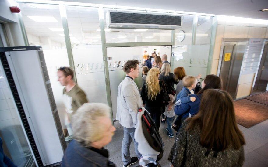 Вильнюсское отделение миграционной службы ищет 20 новых работников