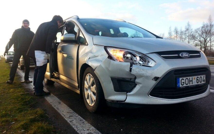 На магистрали возле Каунаса столкнулись восемь автомобилей