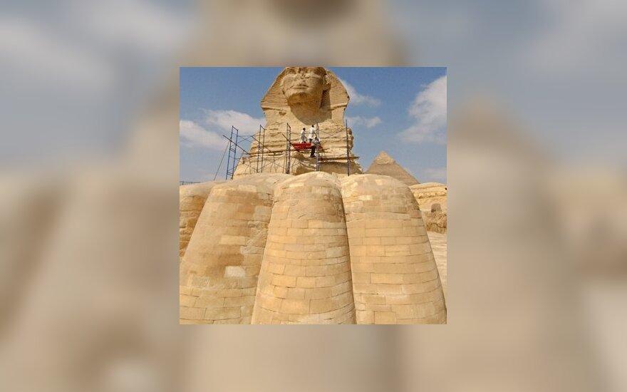 Prasidėjo Didžiojo Sfinkso restauracija Gizoje, Egipte. Pagrindinis dėmesys bus skiriamas Sfinkso kaklui ir krūtinei, nes būtent šias vietas labiausiai pažeidė laikas ir dykumų vėjai.