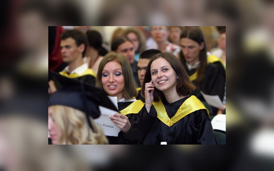 В ЕГУ вручили бакалаварские и магистерские дипломы