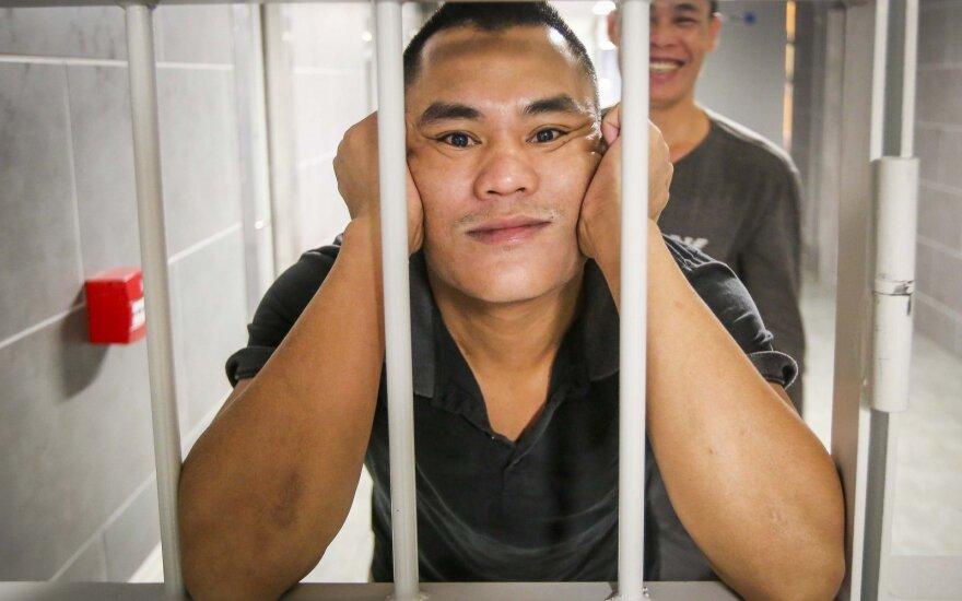 Vietnamo piliečiai Užsieniečių registracijos centro sulaikymo zonoje
