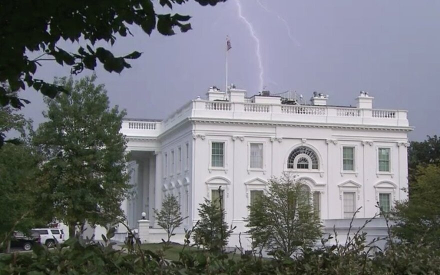 В Белый дом бьет молния