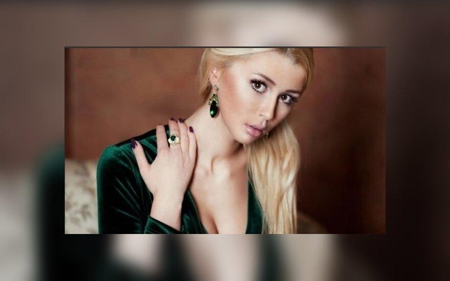 """17-летняя Анна Заворотнюк показала свое """"горячее"""" фото в бикини"""