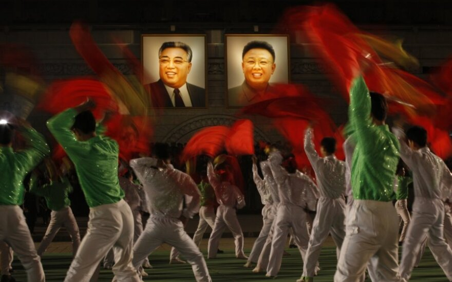 Korea Północna: Władze nagrodziły dziewczynkę pośmiertnie, za to, że ratowała portret wodza